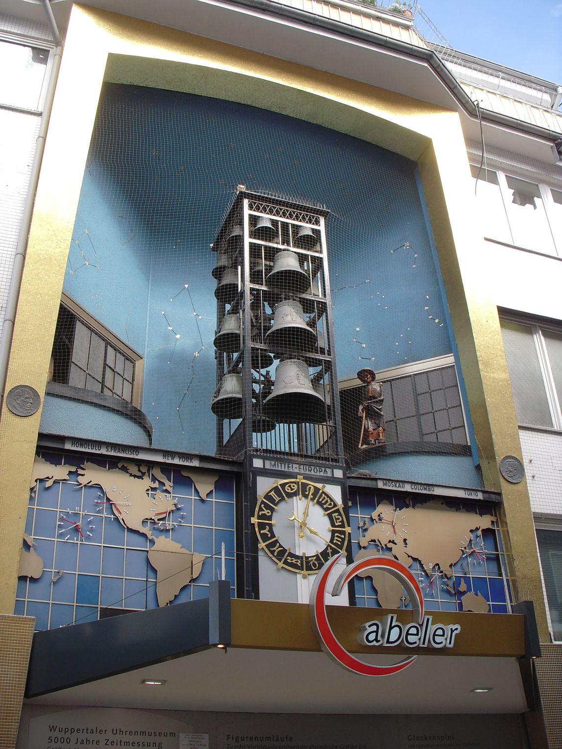 Wuppertaler Uhrenmuseum, Klokkenspel en ereldklokken, 23 april 2012. Foto met dank aan BKP, CC BY-SA 3.0