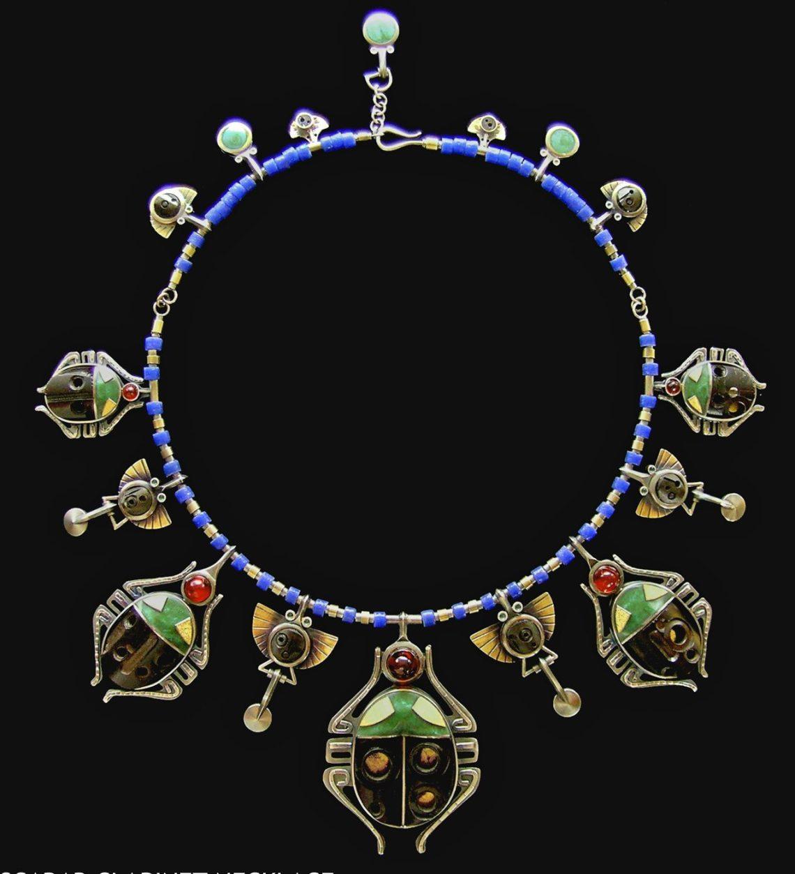 Lisa & Scott Cylinder, Scarab Necklace, halssieraad, 2012. Foto met dank aan Lisa & Scott Cylinder©
