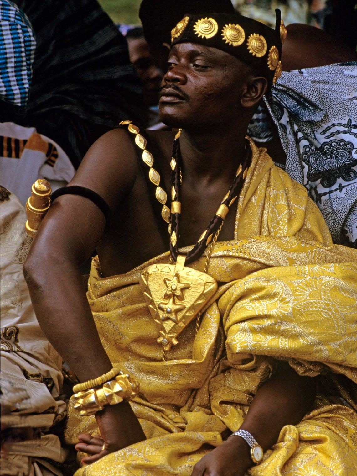 Asante Chief, Ghana, 1990. Foto met dank aan Museum Volkenkunde, Carol Beckwith©
