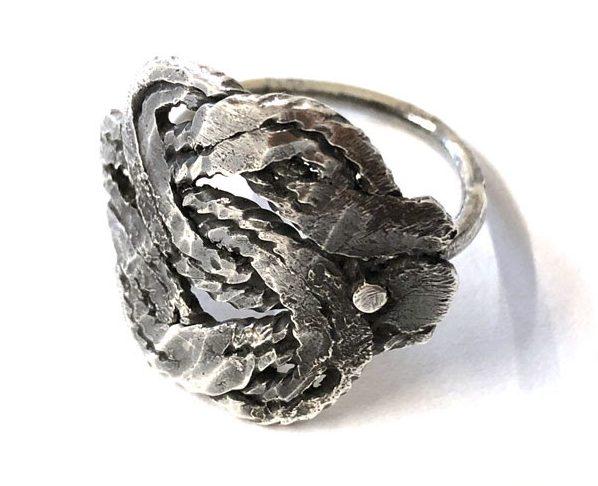 Chequita Nahar, ring. Foto met dank aan Galerie Marzee©