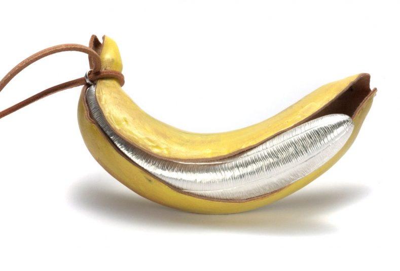 David Bielander, Banana, halssieraad, 2010. Foto met dank aan Ornamentum Gallery©