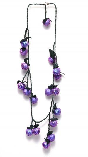 David Bielander, Blackberries, halssieraad, 2012. Foto met dank aan Ornamentum Gallery©