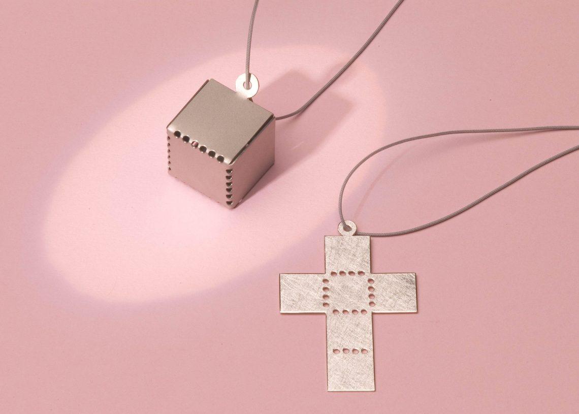 Pauline Barendse, It's just a box, hanger, 2004. Foto met dank aan Dubbelop©