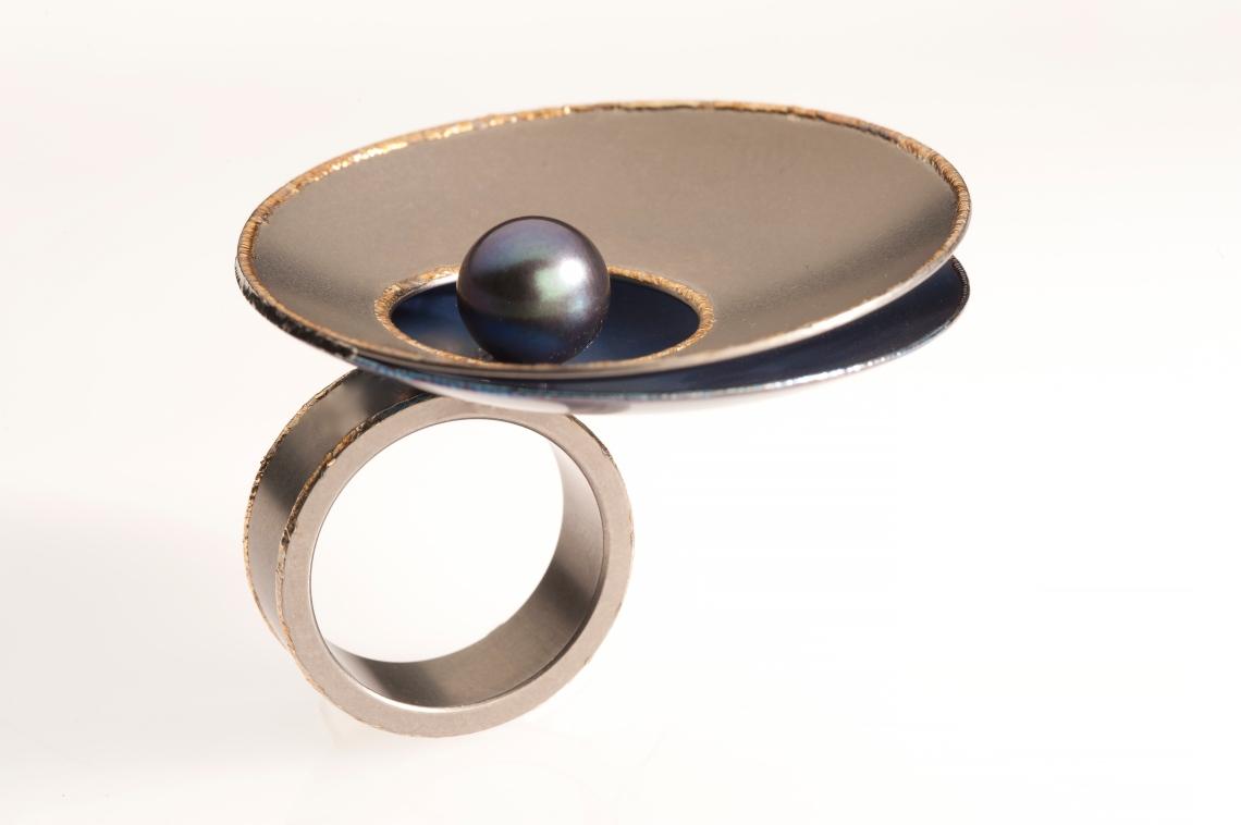 Dubbelop, Pearl Catcher, ring, 2014. Foto met dank aan Dubbelop©