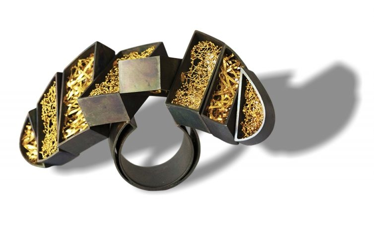 Arata Fuchi, Oxymoron 1, ring. Courtesy Mobilia Gallery©