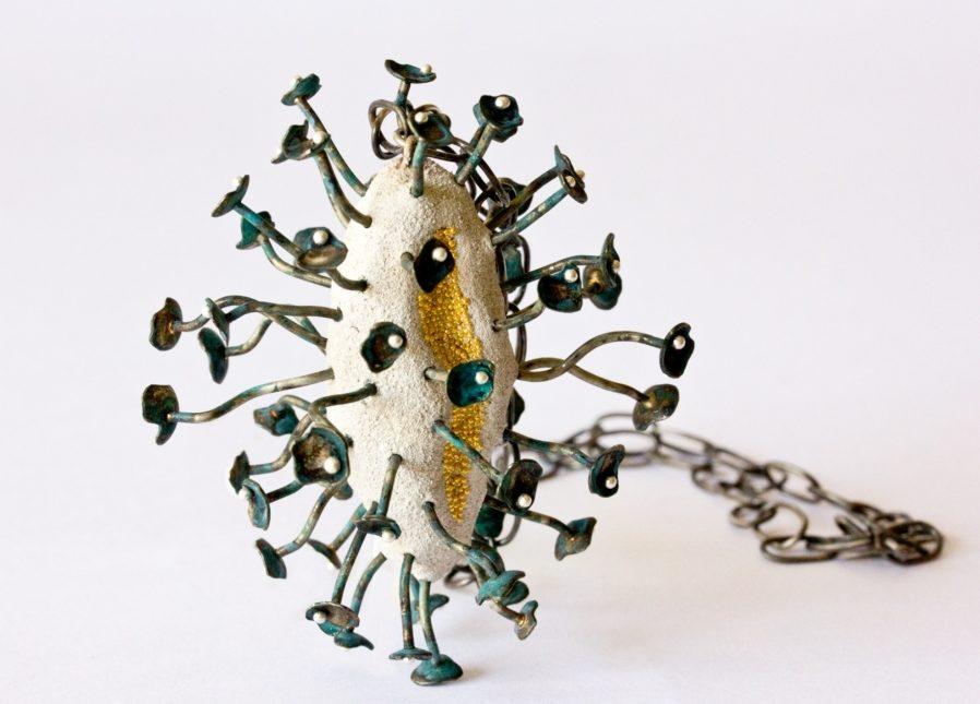 Arata Fuchi, Medusa, halssieraad, 2012. Courtesy Mobilia Gallery©