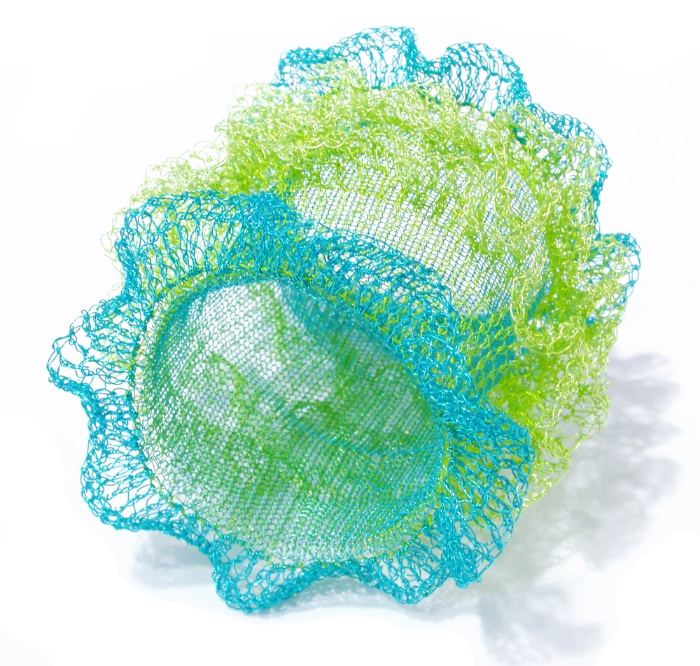 Arline Fisch, Turquoise Ruffle, armband. Courtesy Mobilia Gallery©