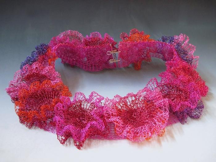 Arline Fisch, Coral Wreath, halssieraad, 2013. Courtesy Mobilia Gallery©