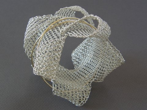 Hanne Behrens, armband. Courtesy Mobilia Gallery©