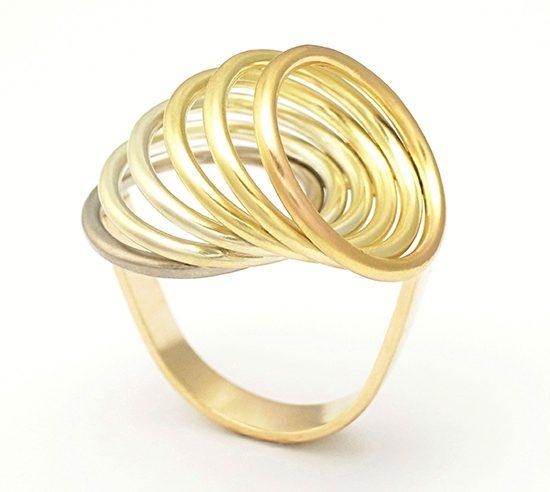 Momoko Kumai, ring. Courtesy Mobilia Gallery©
