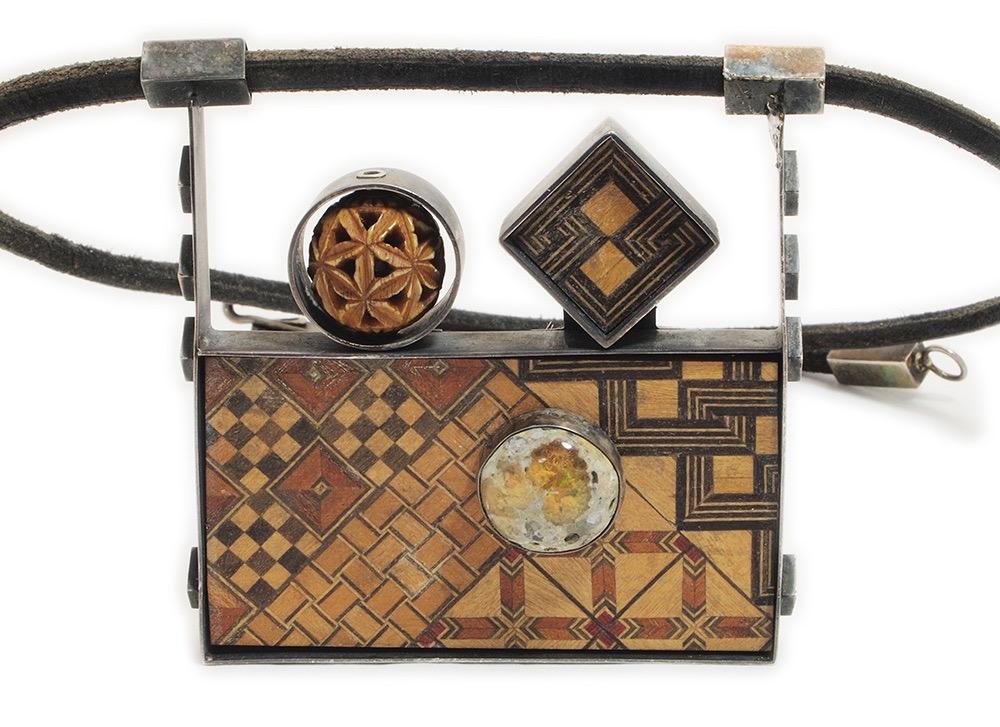 Ramona Solberg, Japanese Trick Box, halssieraad. Courtesy Mobilia Gallery©