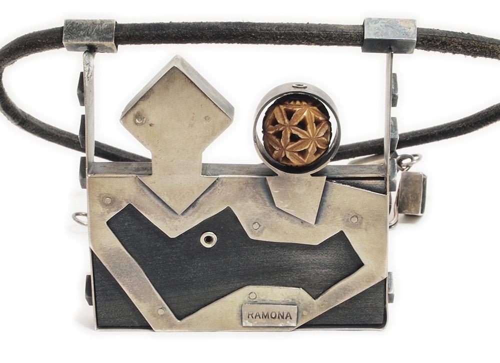 Ramona Solberg, Japanese Trick Box, halssieraad, achterzijde. Courtesy Mobilia Gallery©