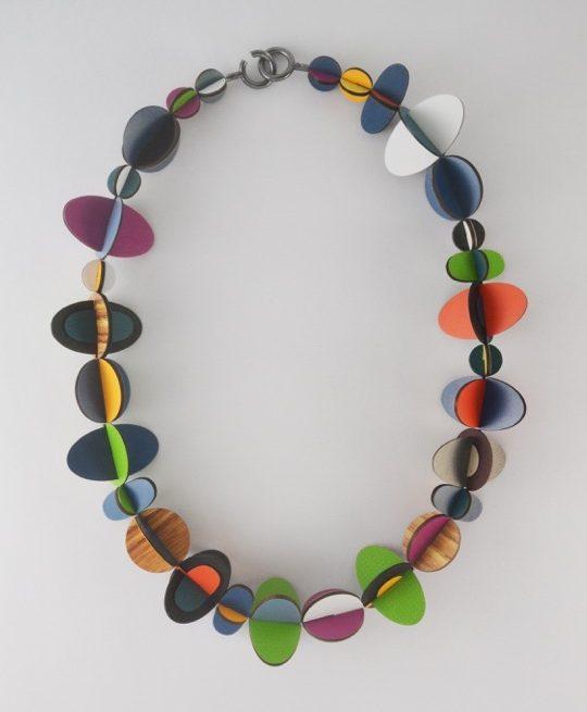 Rebecca Hannon, Swirl, halssieraad. Courtesy Mobilia Gallery©