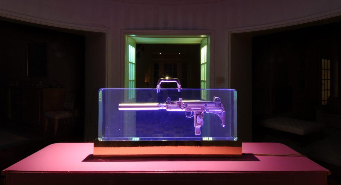 Ted Noten, Uzi Mon Amour, 2009. Foto met dank aan Museum aan het Vrijthof©