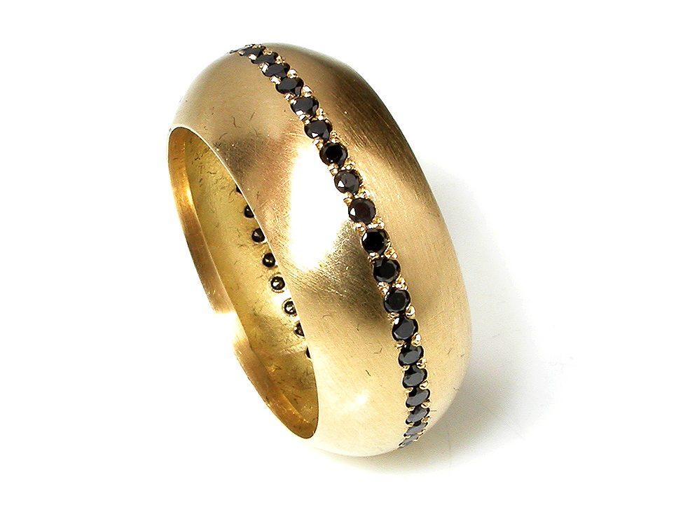 Salima Thakker, ring. Foto met dank aan Galeria Reverso©