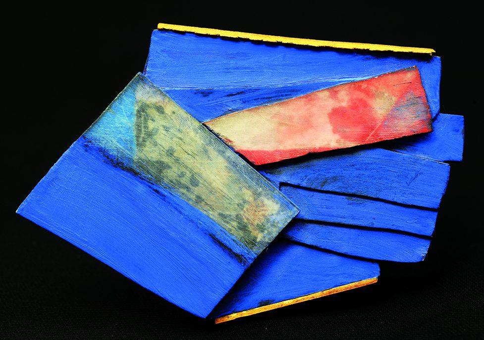 Annamaria Zanella, Vento, broche, 2003, collectie Espace Solidor. Foto met dank aan Espace Solidor©