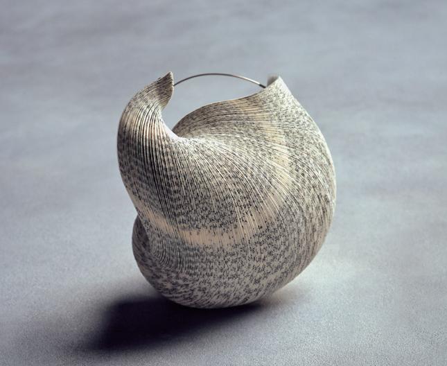 Janna Syvänoja, broche, 2003, collectie Espace Solidor. Foto met dank aan Espace Solidor©