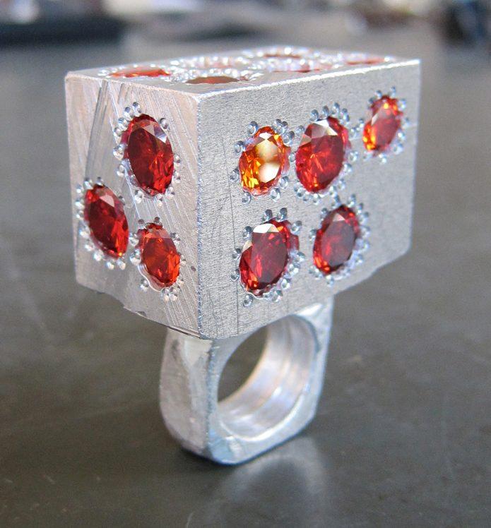 Karl Fritsch, Rot, ring, collectie Espace Solidor. Foto met dank aan Espace Solidor©