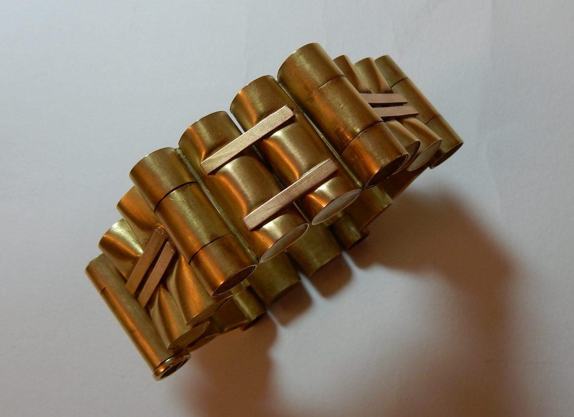 Dorothea Prühl, armband, 1979, Collectie Moritzburg, EM 237. Foto met dank aan Moritzburg en Dorothea Prühl, Coert Peter Krabbe©