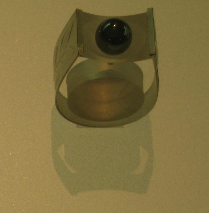Wolfgang Schafter, Ehrenring, ring, 1974. Collectie Grassimuseum. Foto Esther Doornbusch, mei 2018, CC BY 4.0