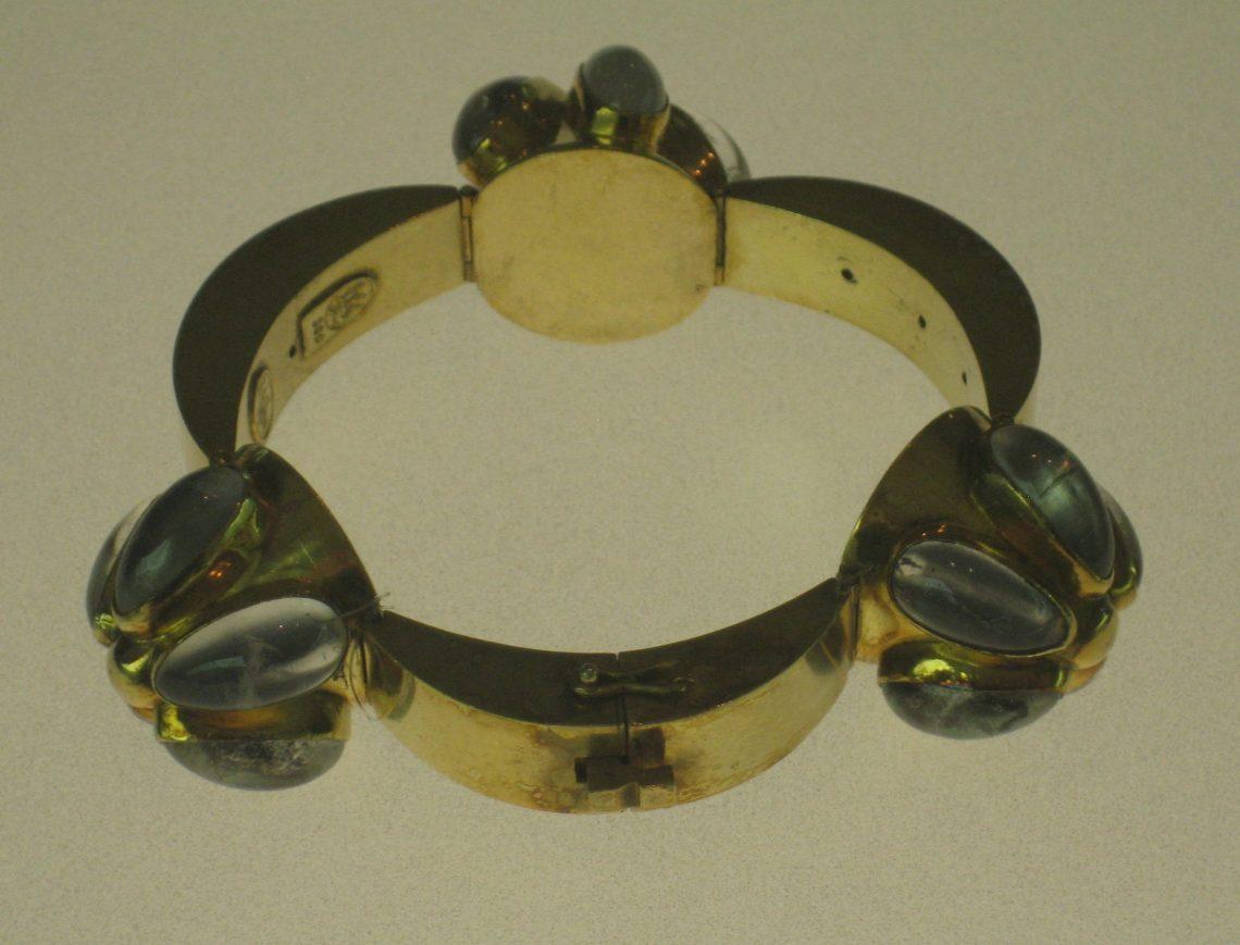 Ebbe Weis-Weingart, armband, circa 1947. Grassimuseum. Foto Esther Doornbusch, mei 2018, CC BY 4.0