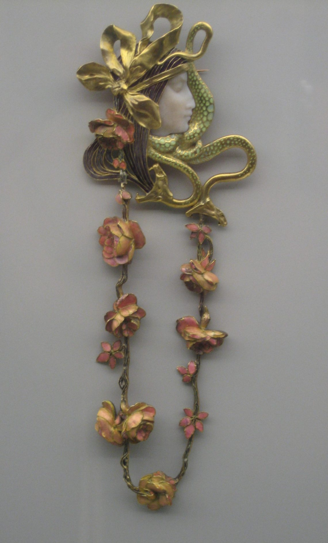 René Lalique, broche, 1898-1899. Collectie Grassimuseum. Foto Esther Doornbusch, CC BY 4.0