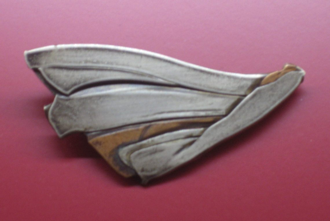 Michael Franke, broche, 1984. Collectie Angermuseum, S 755-88. Foto Esther Doornbusch, CC BY 4.0
