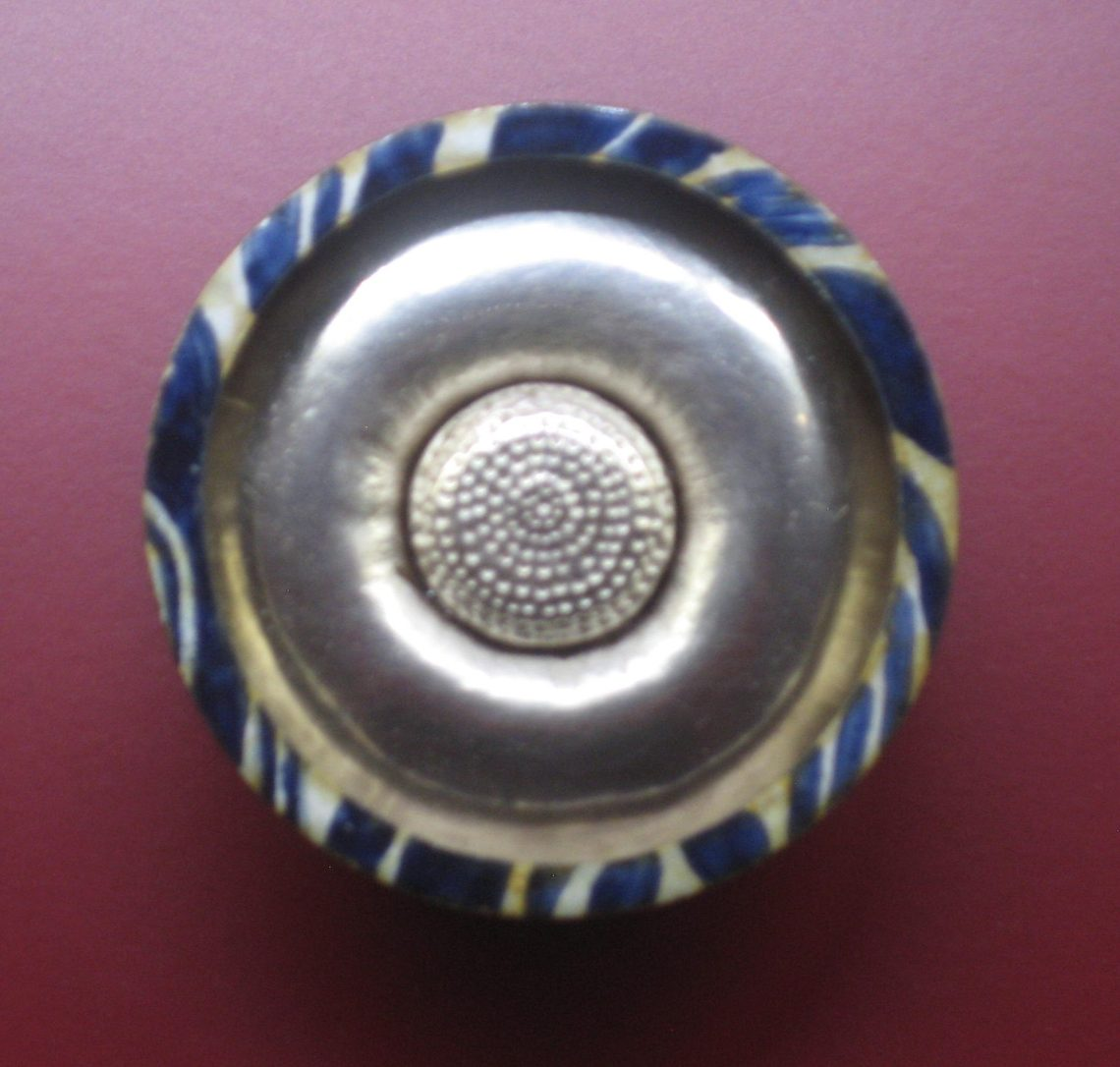 Uta Feiler, broche, 1977. Collectie Angermuseum, VIII 724 (S 23-90). Foto Esther Doornbusch, CC BY 4.0