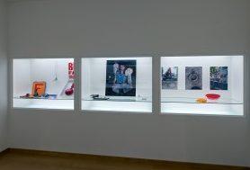 Objecten van de Stichting Françoise van den Bosch in het Stedelijk Museum. Foto met dank aan Stichting Françoise van den Bosch©