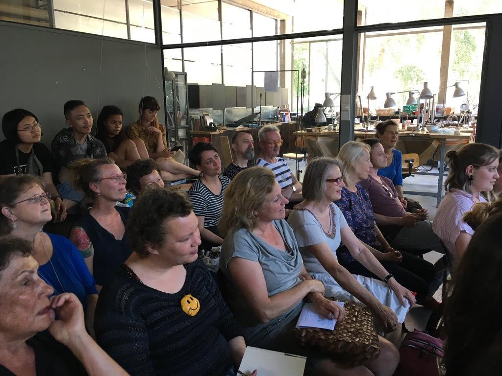 Publiek bij lezing Florian Weichsberger op de Gerrit Rietveld Academie, 28 mei 2018. Foto met dank aan Stichting Françoise van den Bosch©