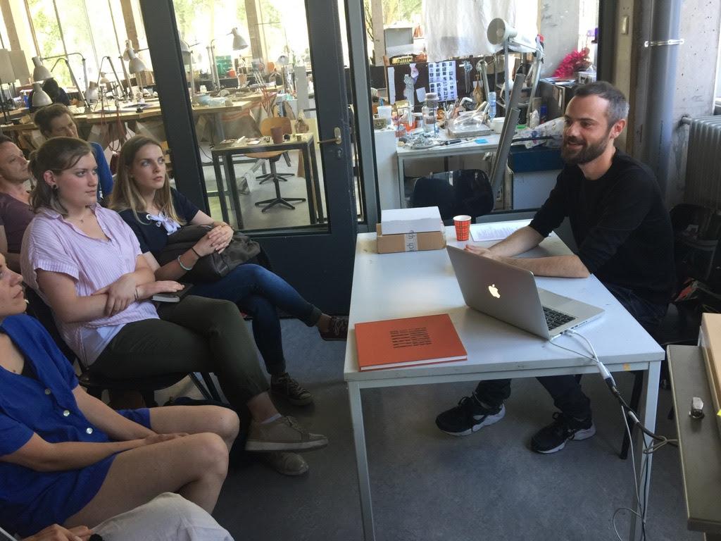 Lezing Florian Weichsberger op de Gerrit Rietveld Academie, 28 mei 2018. Foto met dank aan Stichting Françoise van den Bosch©