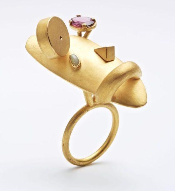 Rike Bartels, Alberto e Amedeo, ring. Foto met dank aan Galerie Slavik©