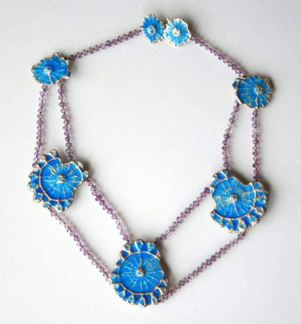 Francesca di Ciaula, Blue and Violet, halssieraad, 1996. Foto met dank aan Francesca di Ciaula©