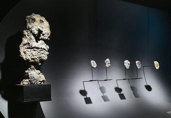 Jean Dubuffet. De Calder à Koons, 2018. Foto met dank aan Musée des Arts Décoratifs Parijs, Luc Boegly©
