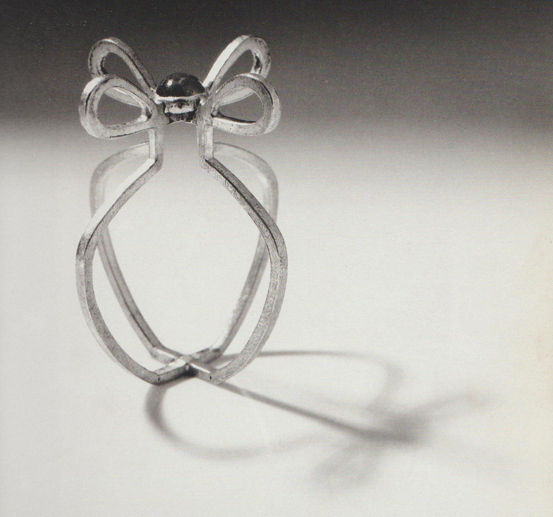 Francesca di Ciaula, Little Flower's Vase, ring, 1988. Collectie Museum Arnhem. Foto met dank aan Francesca di Ciaula©