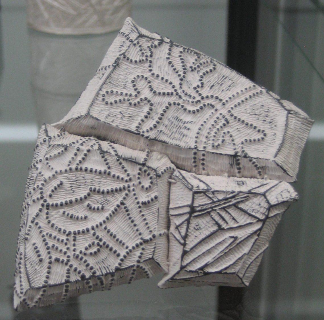 Julie Blyfield, broche in Galerie Ra, juni 2018. Foto Esther Doornbusch, 2018, CC BY 4.0
