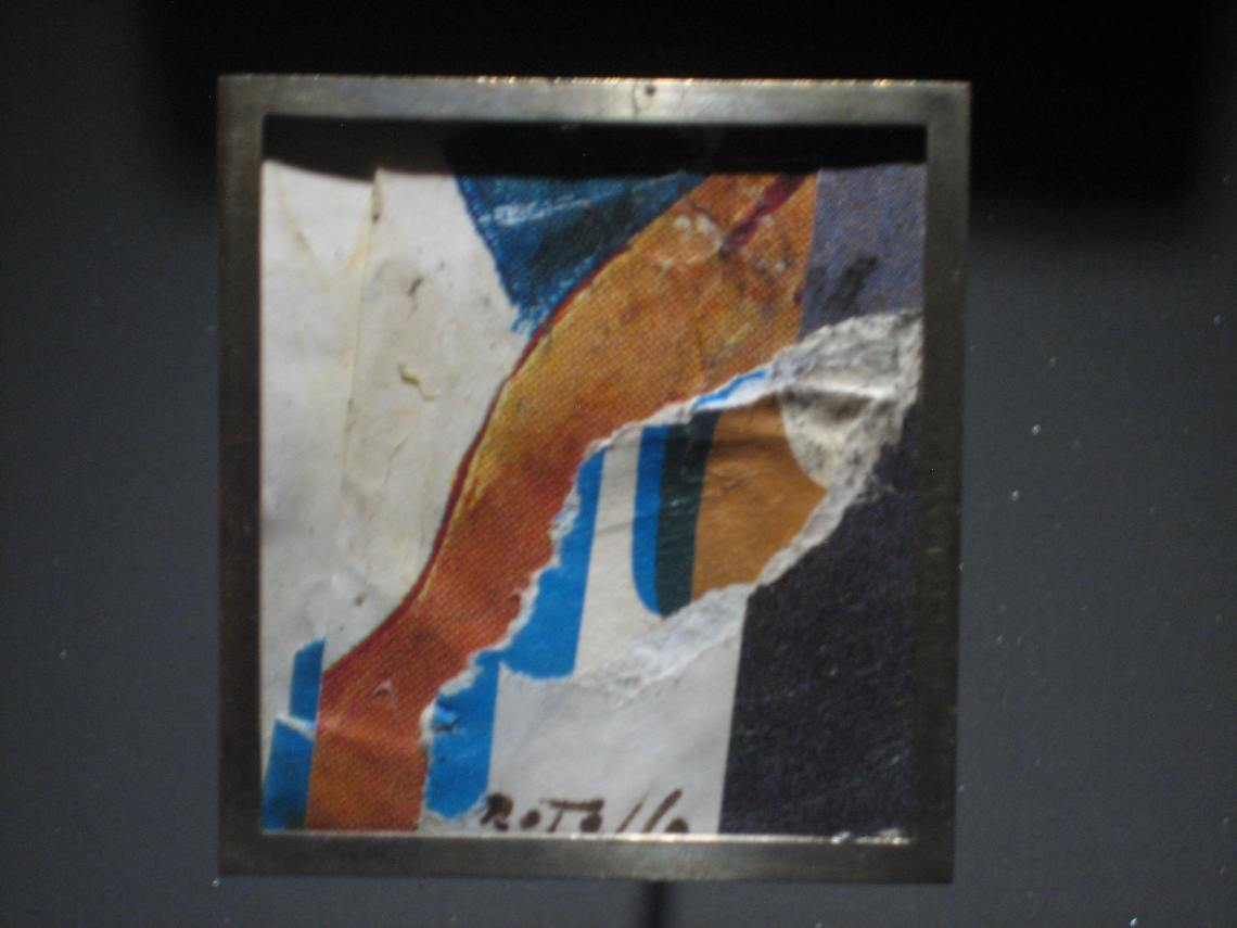 Mimmo Rotella, Affiche lacerée, broche, 1993. Collectie Diane Venet. Foto Esther Doornbusch, juni 2018©