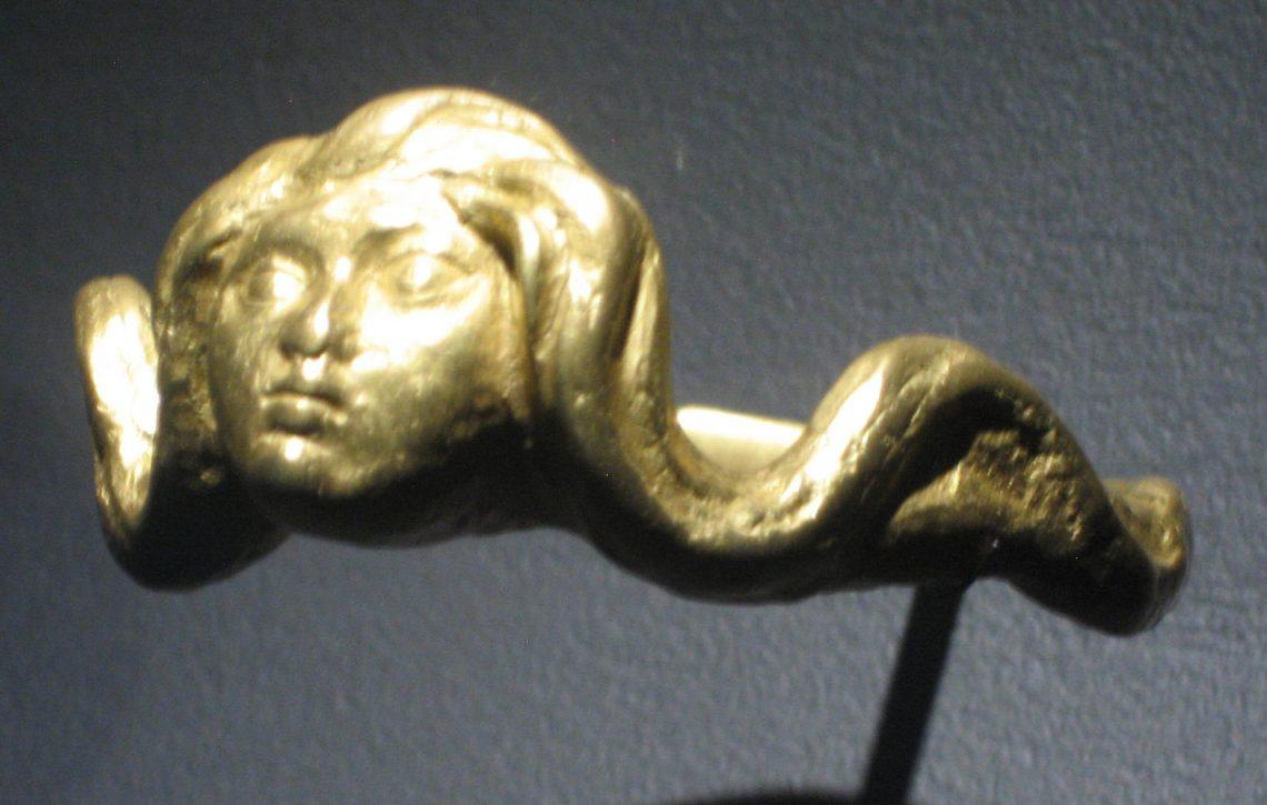 Alberto Giacometti, Visage de Chimère ou Naïade, armband, 1935. Collectie Musée des Arts Décoratifs Parijs. Foto Esther Doornbusch, juni 2018©