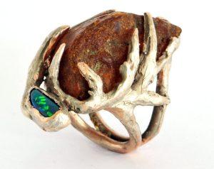 Elizabeth Defner, ring, 2015. Foto met dank aan Velvet da Vinci©