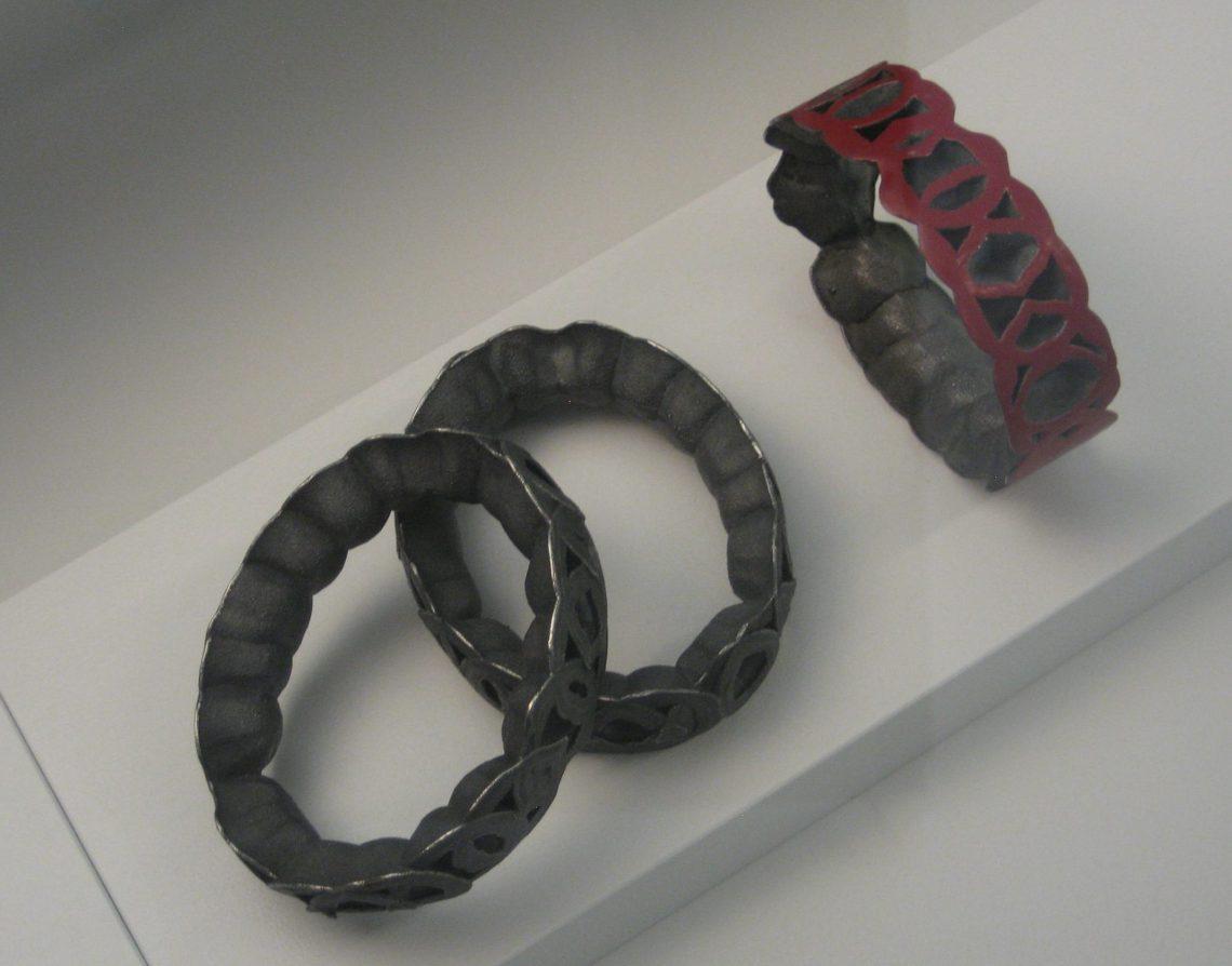 Beate Eismann, Permeation en Simply Red, armbanden, 2010. Future Form, CODA, 2018. Foto Esther Doornbusch, 25 juli 2018, CC BY 4.0