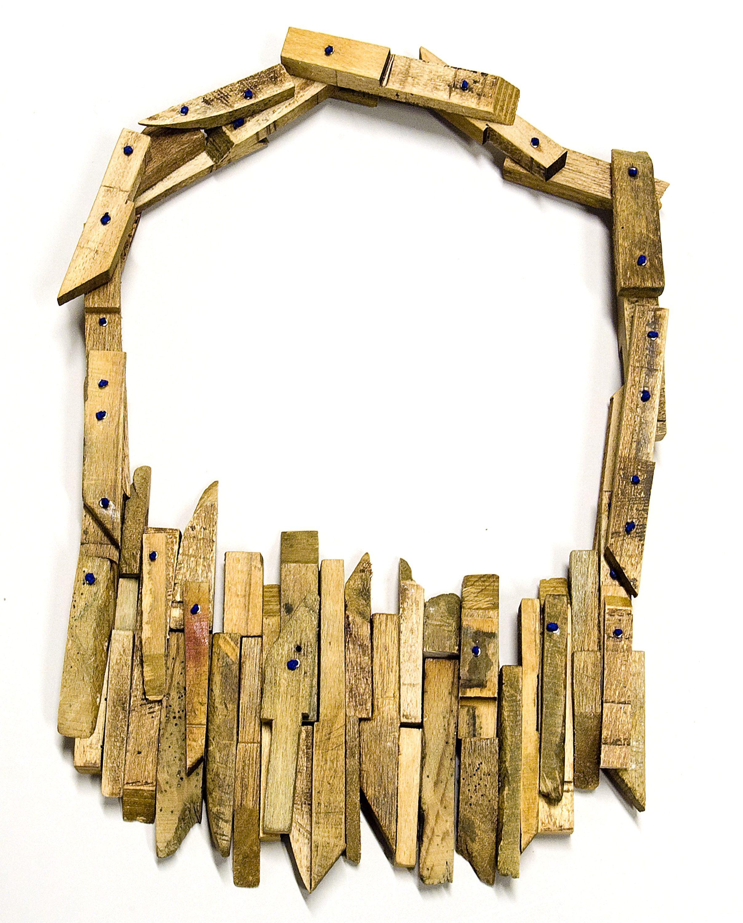 Alix Manon, Collection of the Present, halssieraad, 2011. Collectie CODA. Foto met dank aan CODA©
