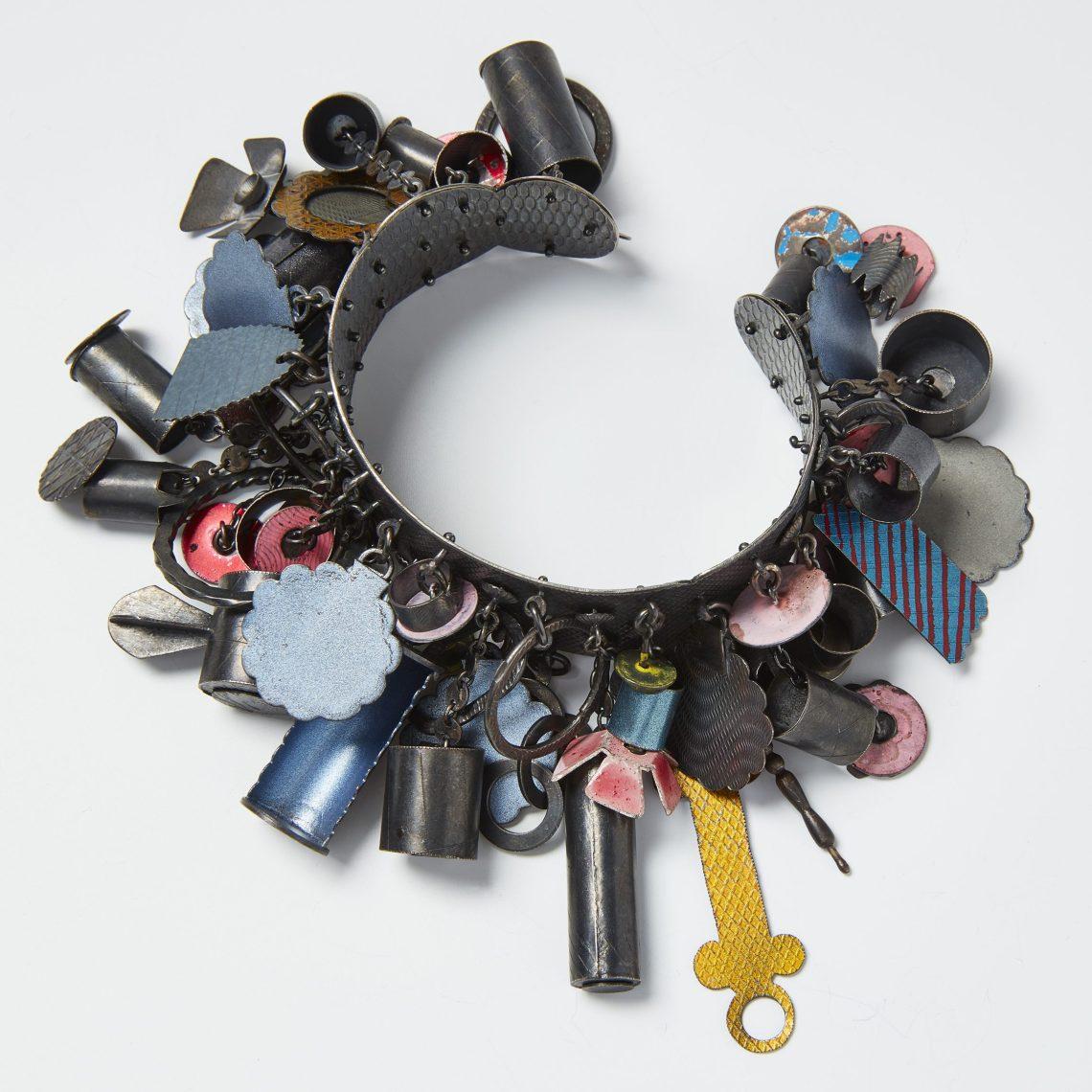Helen Britton, armband, 2013. Collectie CODA. Foto met dank aan CODA©