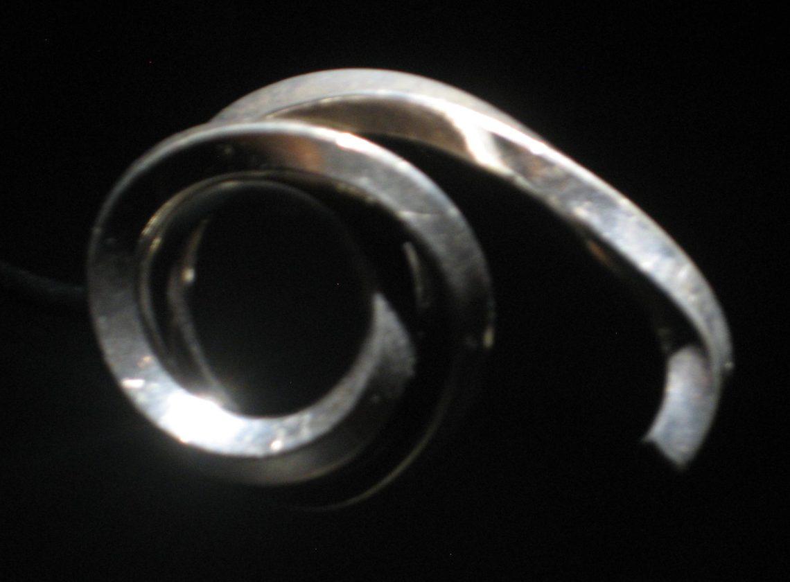 Bernar Venet, Ligne indéterminée, ring, 1985. Collectie Diane Venet. Foto Esther Doornbusch, juni 2018©