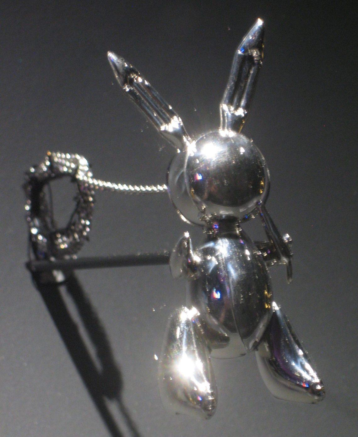 Jeff Koons, Rabbit Necklace, halssieraad, 2005-2009, 11/50. Collectie Diane Venet. Foto Esther Doornbusch, juni 2018©