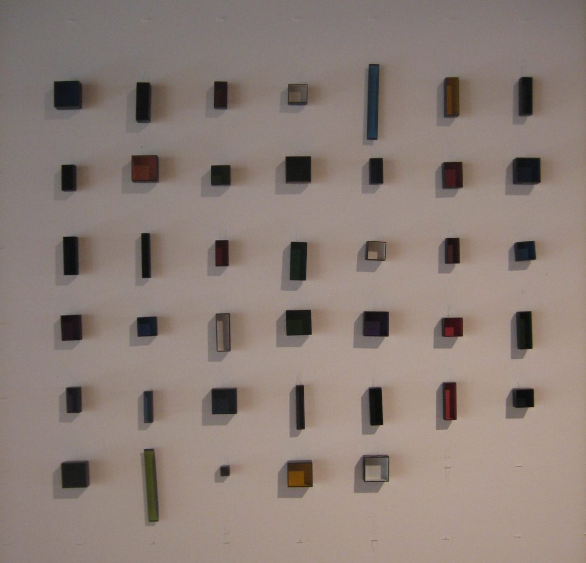 Tore Svensson, Box, broches, 2009, Galerie Marzee, 2018. Foto Esther Doornbusch, juli 2018, CC BY 4.0