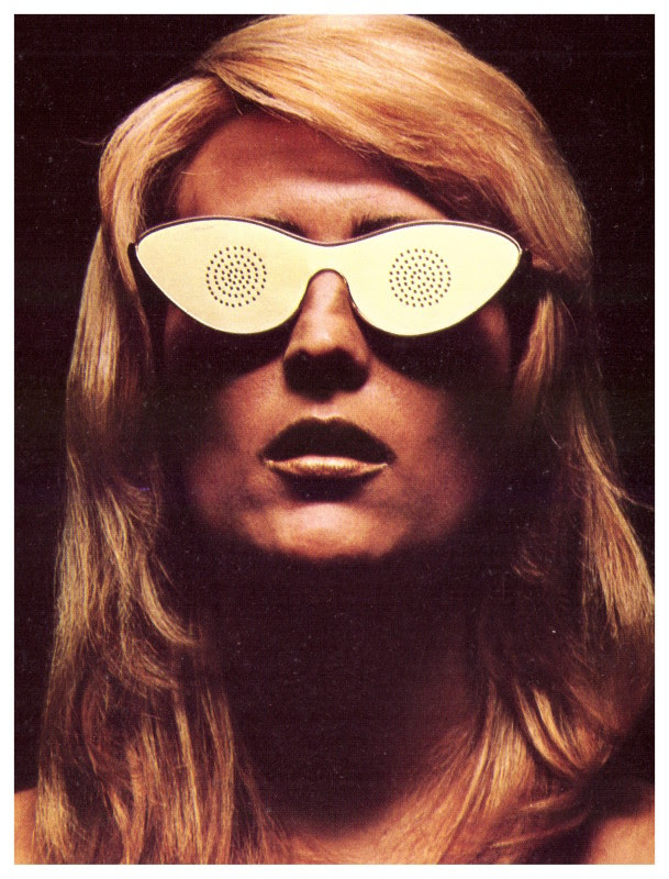 Man Ray, Les Petits Transparents, bril, 1972, uitgevoerd door GEM Montebello. Courtesy of Louisa Guinness Gallery, GEM Montebello Archive, W. Soldati©