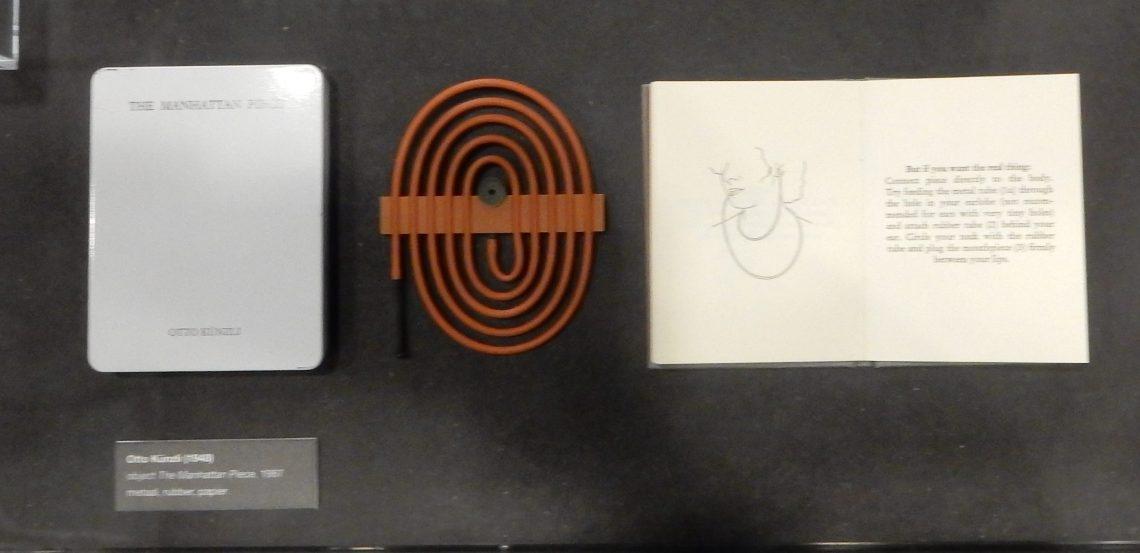 Otto Künzli, The Manhattanpiece, 1987. Show yourself, Design Museum Den Bosch, 2018, Collectie Yvònne Joris. Collectie DMDB, S2018.278. Foto Esther Doornbusch, 28 augustus 2018, CC BY 4.0