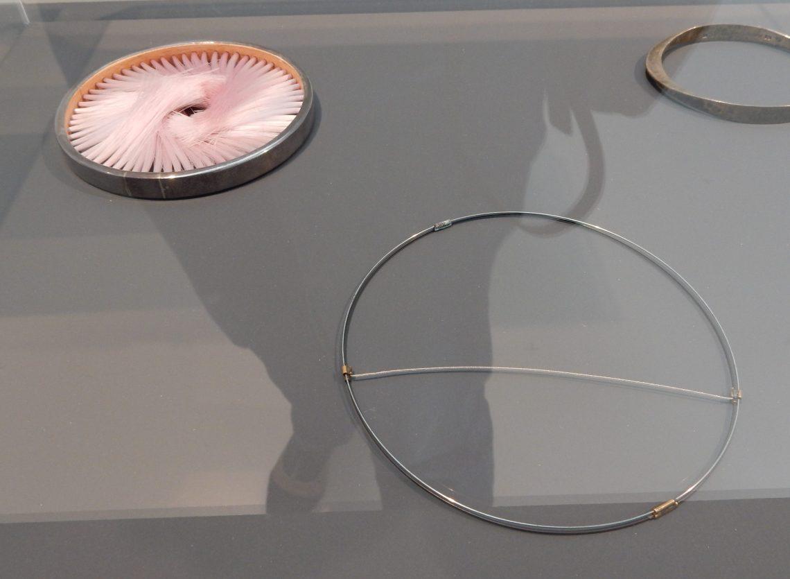 Caroline Broadhead, Beni Bronstein, armbanden, 1978, 1982. Collectie Benno Premsela. Foto Esther Doornbusch, 28 augustus 2018, CC BY 4.0