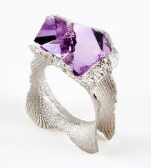 Héctor Lasso, Purple Dream, ring, circa 2013. Foto met dank aan Héctor Lasso©