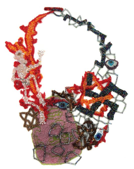Joyce J. Scott, Holocaust Necklace, halssieraad, 2013. Foto met dank aan Fuller Craft Museum©
